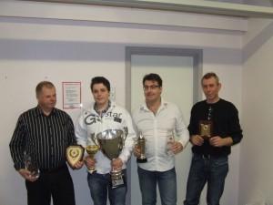 Fra venstre: Tor Barm (delt seier Herre), Henrik O. Valle (Junior), Jan Ekenes (klubbmester), Tor Haugen (gullplakett)